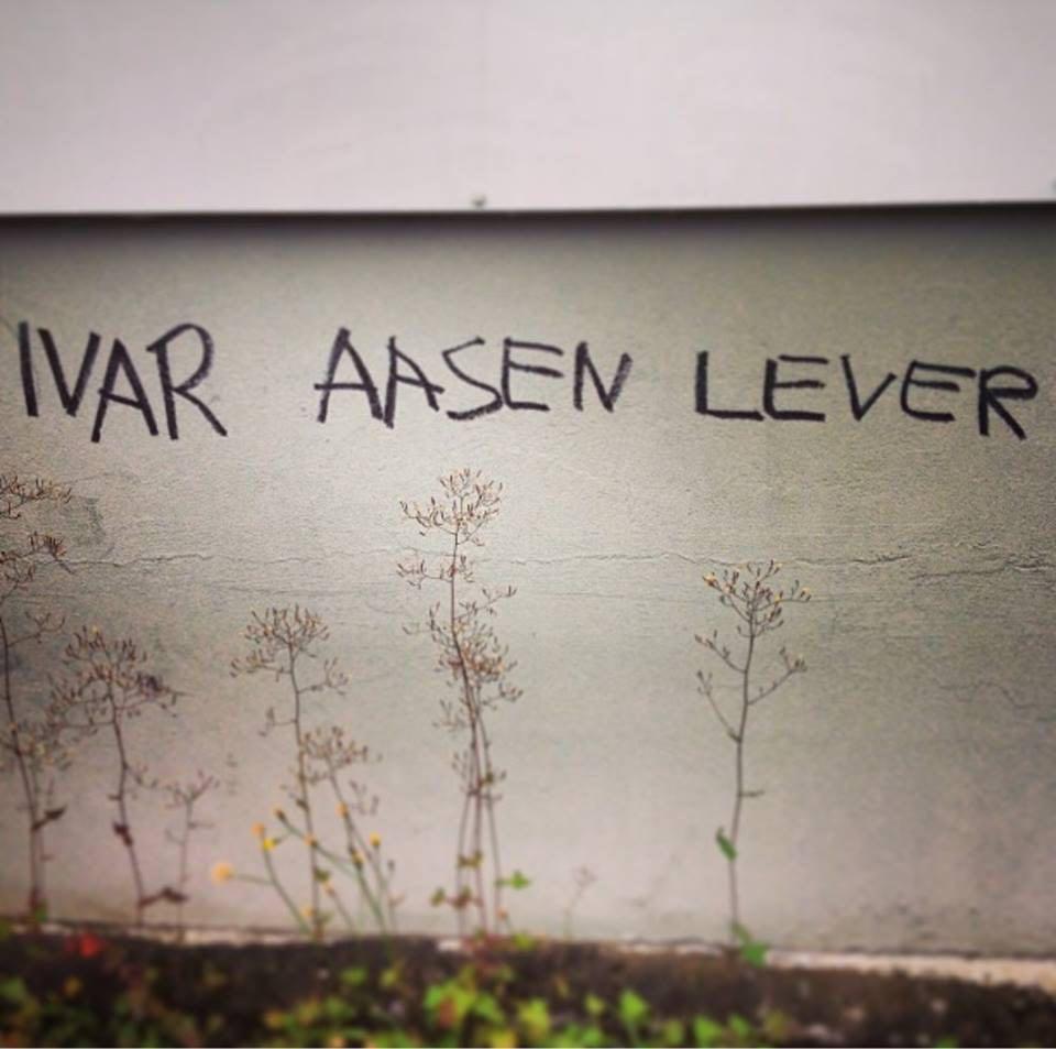 Ivar  Aasen  lever!